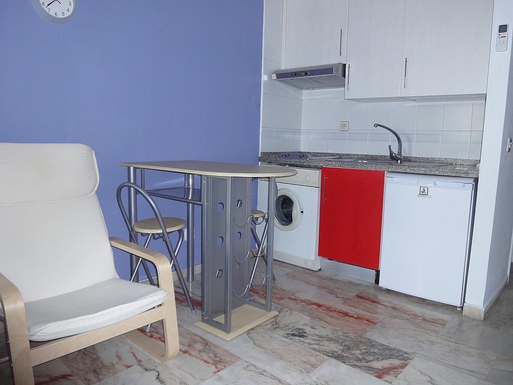Cocina - Piso en alquiler en calle Alcalde Luis de Uruñuelas, Entrepuentes en Sevilla - 145041942