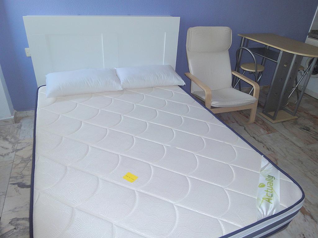 Dormitorio - Piso en alquiler en calle Alcalde Luis de Uruñuelas, Entrepuentes en Sevilla - 145041962
