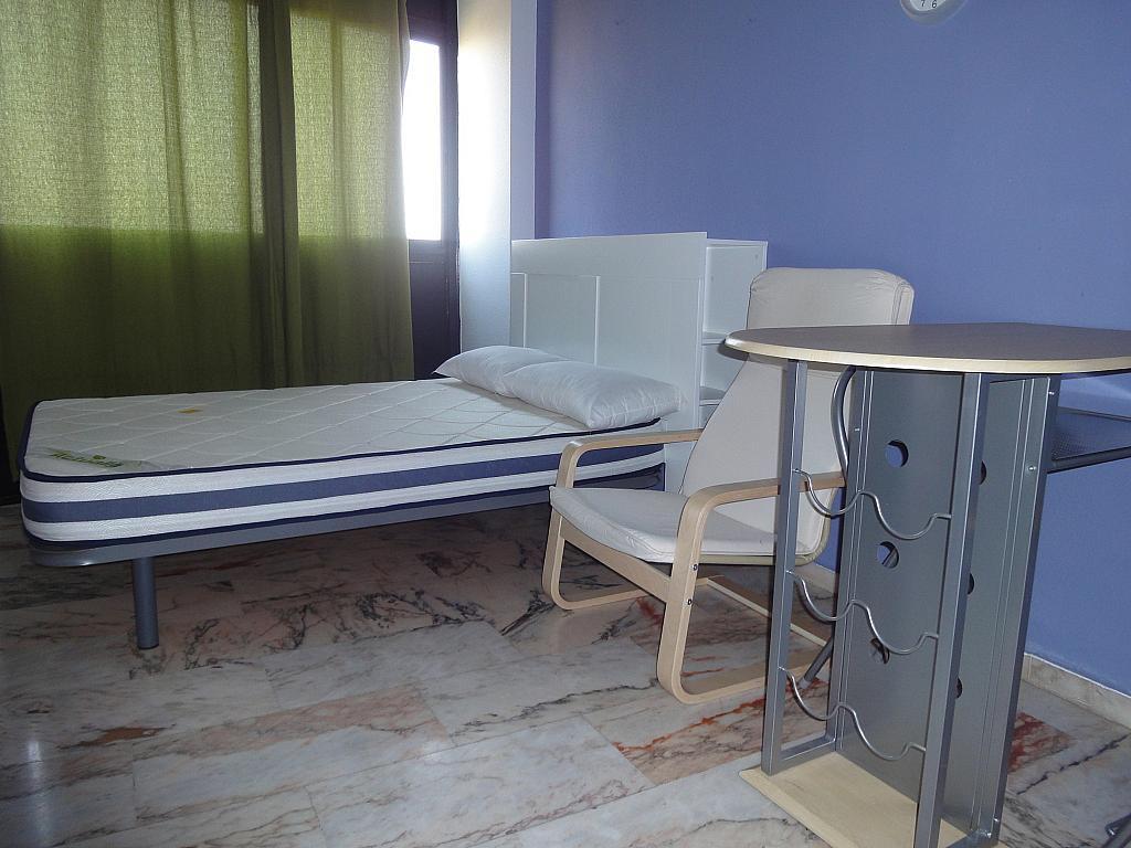 Dormitorio - Piso en alquiler en calle Alcalde Luis de Uruñuelas, Entrepuentes en Sevilla - 145041963