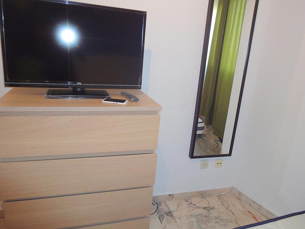 Dormitorio - Piso en alquiler en calle Alcalde Luis de Uruñuelas, Entrepuentes en Sevilla - 145042050