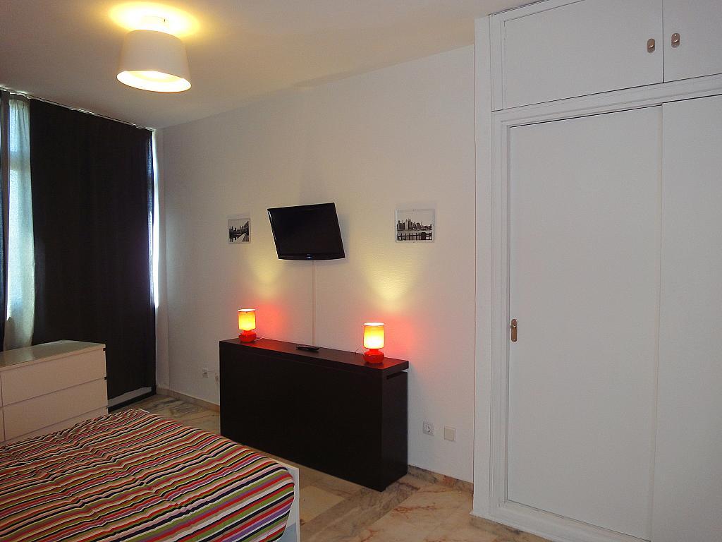 Dormitorio - Estudio en alquiler en calle De Alcalde Luis de Uruñuela, Av. Ciencias-Emilio Lemos en Sevilla - 146522466