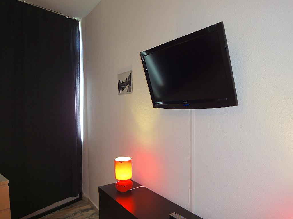 Dormitorio - Estudio en alquiler en calle De Alcalde Luis de Uruñuela, Av. Ciencias-Emilio Lemos en Sevilla - 146522510