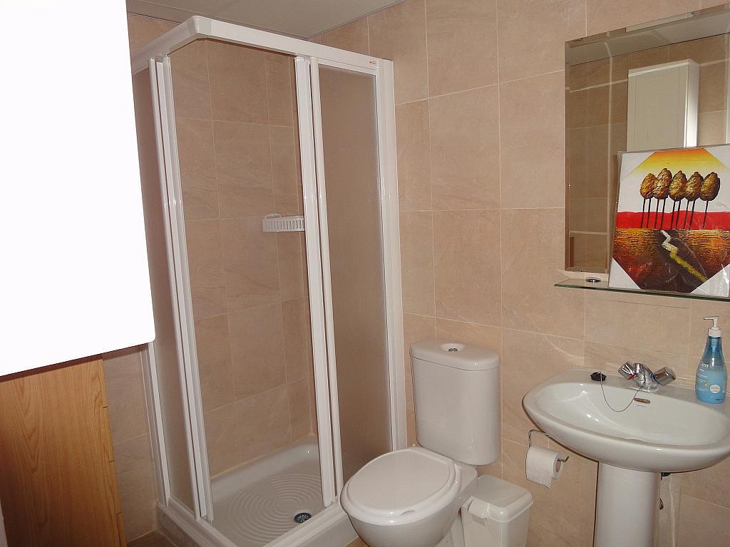 Baño - Estudio en alquiler en calle Avd Alcalde Luis de Uruñuelas, Av. Ciencias-Emilio Lemos en Sevilla - 153930279