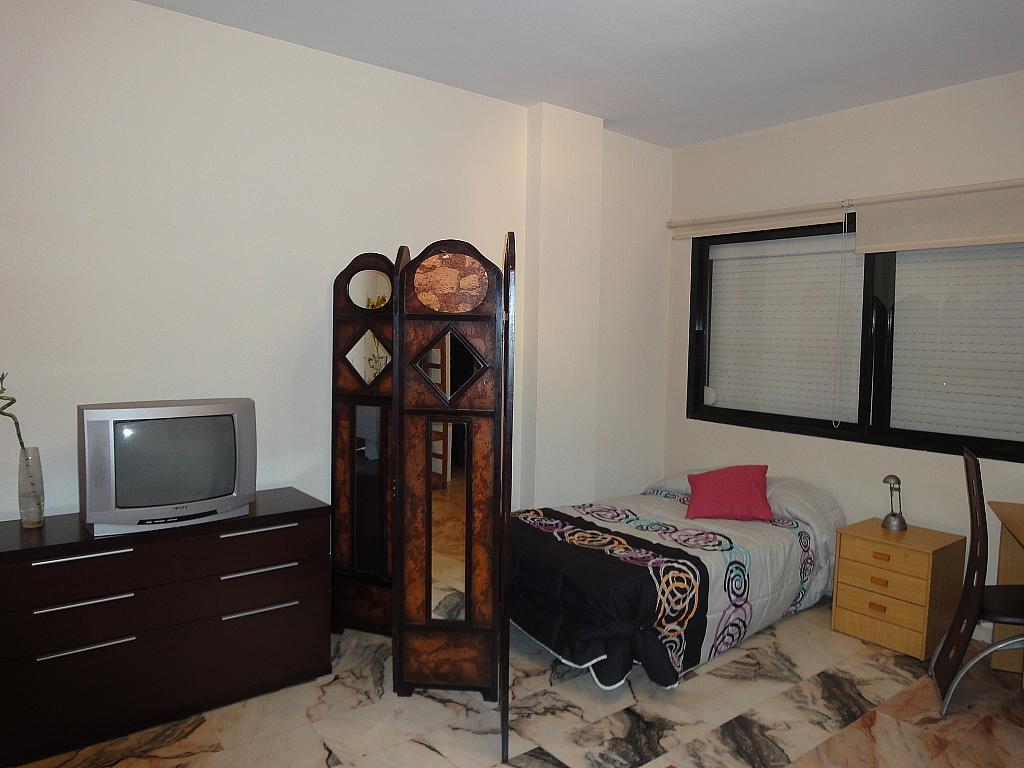 Dormitorio - Estudio en alquiler en calle Avd Alcalde Luis de Uruñuelas, Av. Ciencias-Emilio Lemos en Sevilla - 153930422