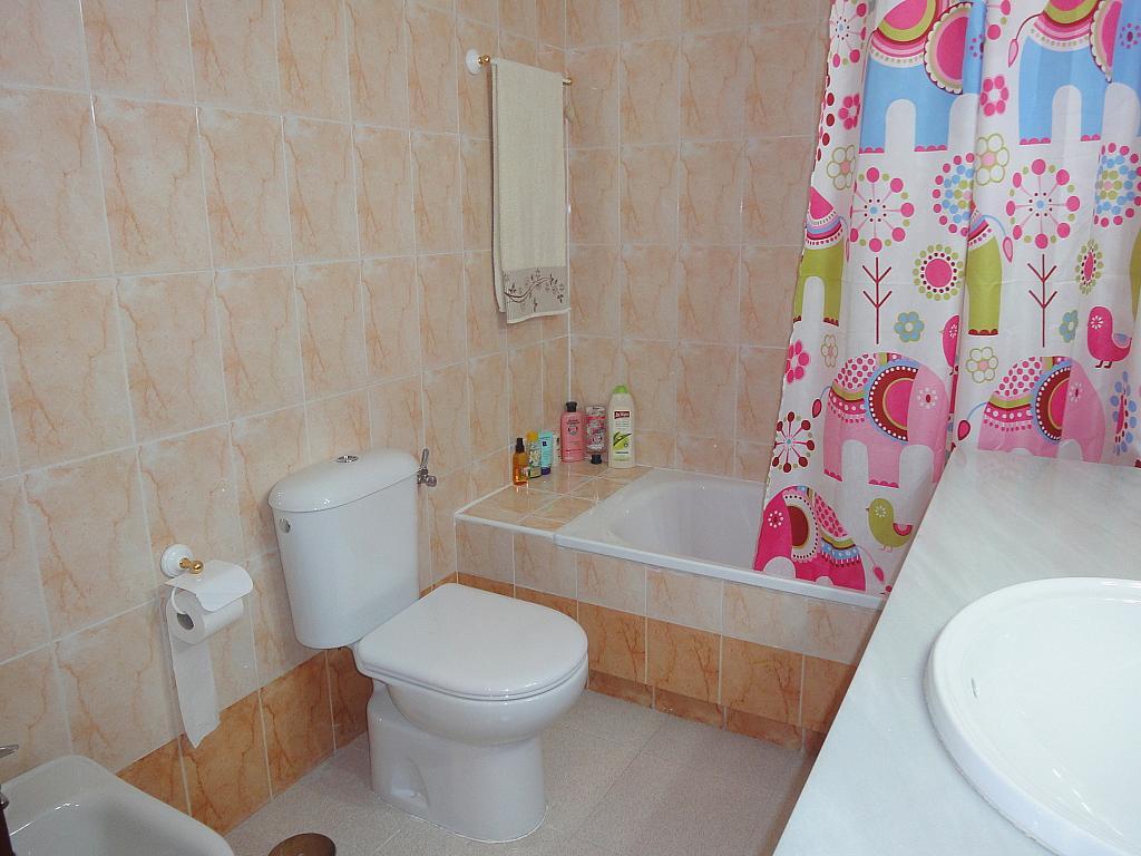 Baño - Apartamento en alquiler en calle Alcalde Luis de Uruñuelas, Av. Ciencias-Emilio Lemos en Sevilla - 153950299
