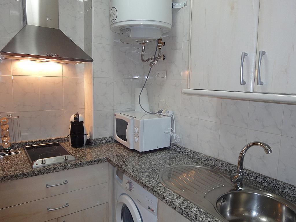 Cocina - Apartamento en alquiler en calle Alcalde Luis de Uruñuelas, Av. Ciencias-Emilio Lemos en Sevilla - 153950308