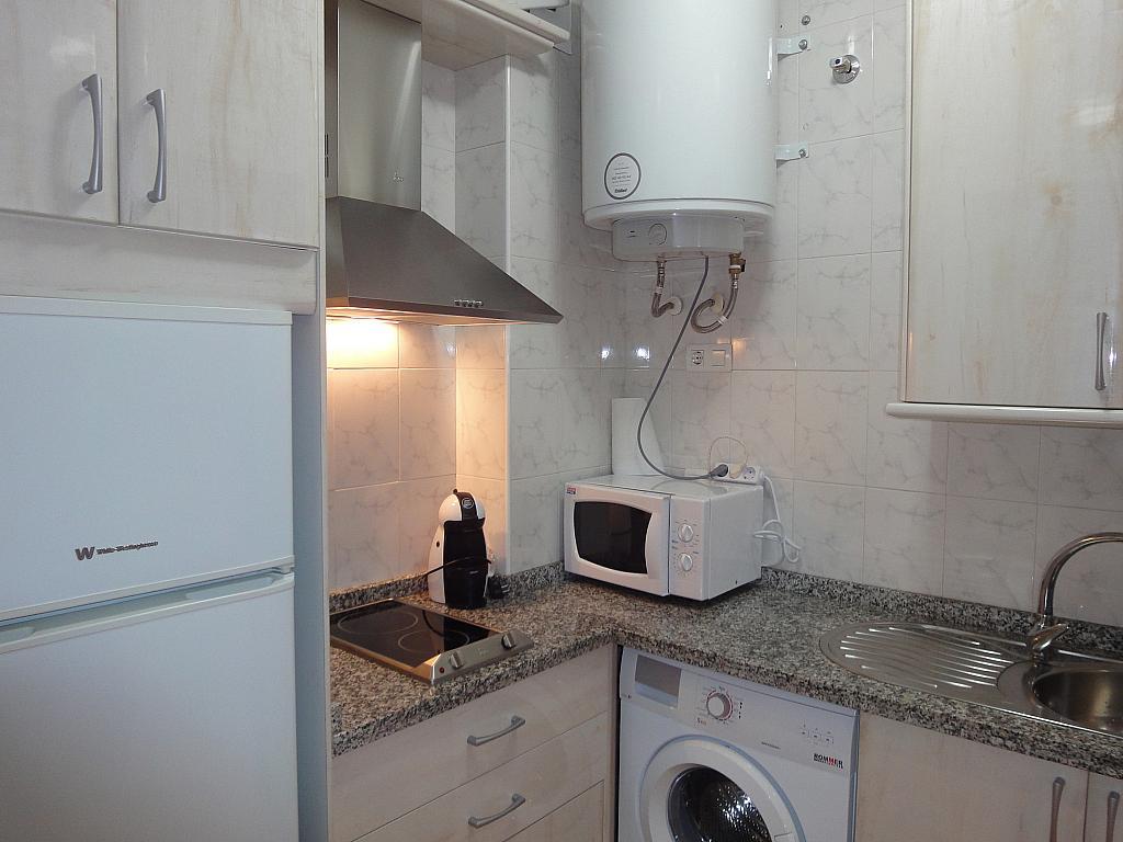Cocina - Apartamento en alquiler en calle Alcalde Luis de Uruñuelas, Av. Ciencias-Emilio Lemos en Sevilla - 153950540