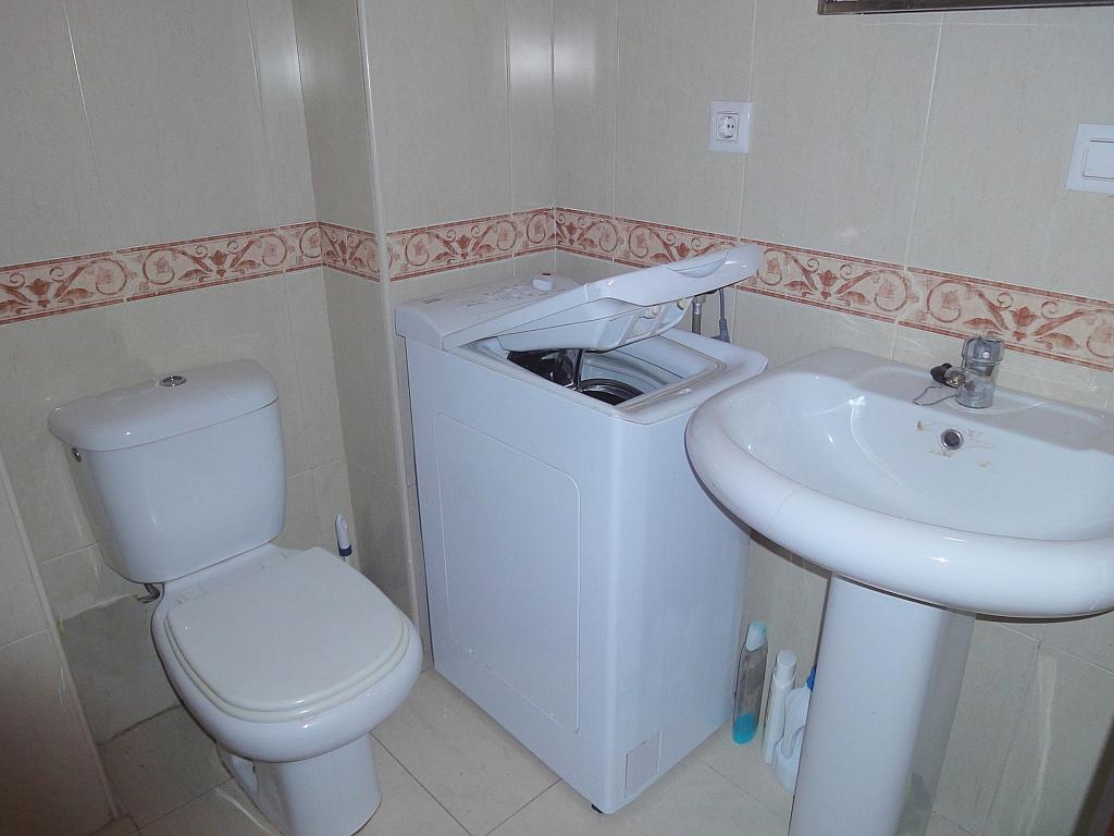 Baño - Apartamento en alquiler en plaza Cuba, Triana Casco Antiguo en Sevilla - 156498878