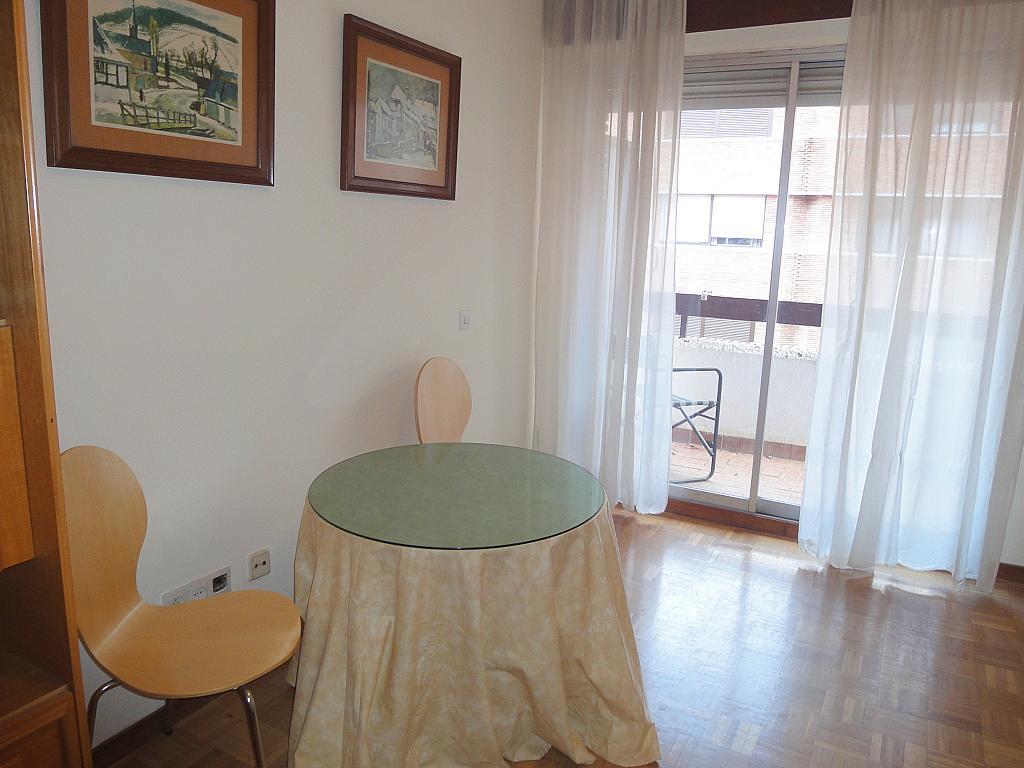 Salón - Apartamento en alquiler en plaza Cuba, Triana Casco Antiguo en Sevilla - 156498883