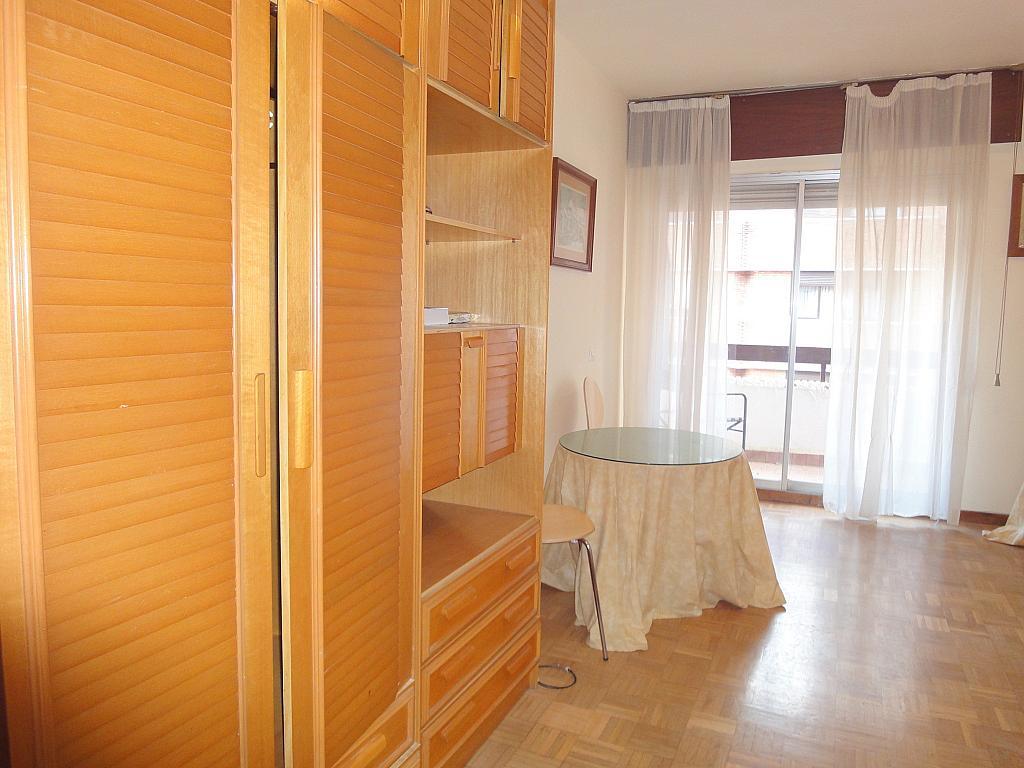 Salón - Apartamento en alquiler en plaza Cuba, Triana Casco Antiguo en Sevilla - 156498952