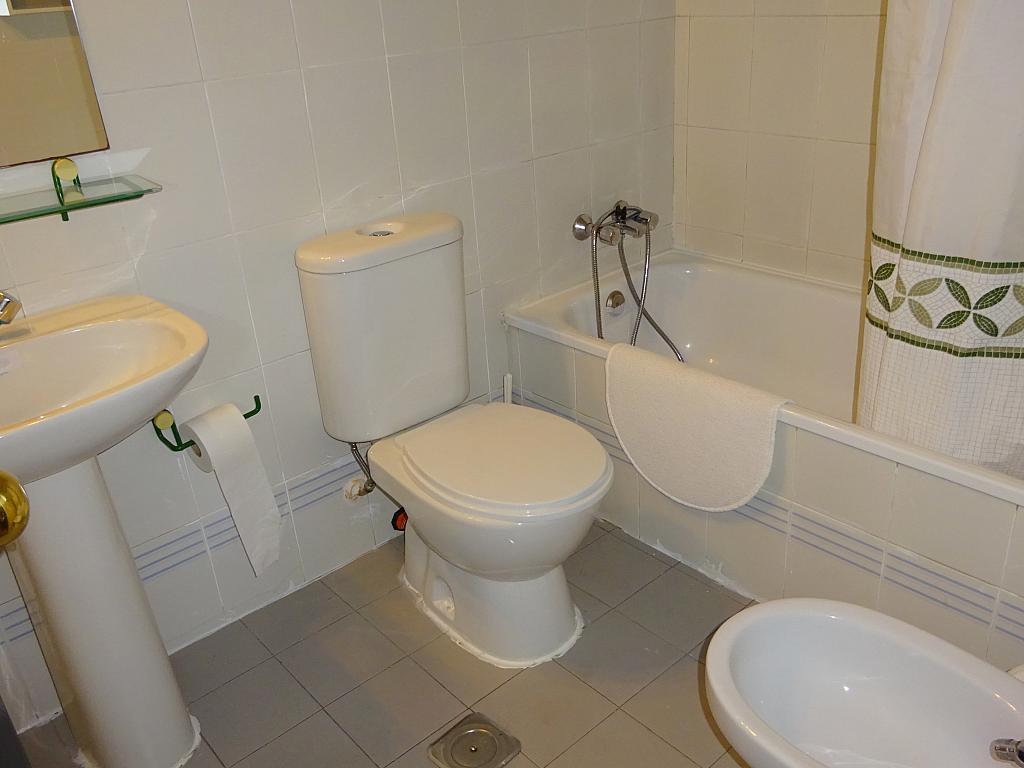 Baño - Apartamento en alquiler en calle Alcalde Luis de Uruñuelas, Av. Ciencias-Emilio Lemos en Sevilla - 159386998