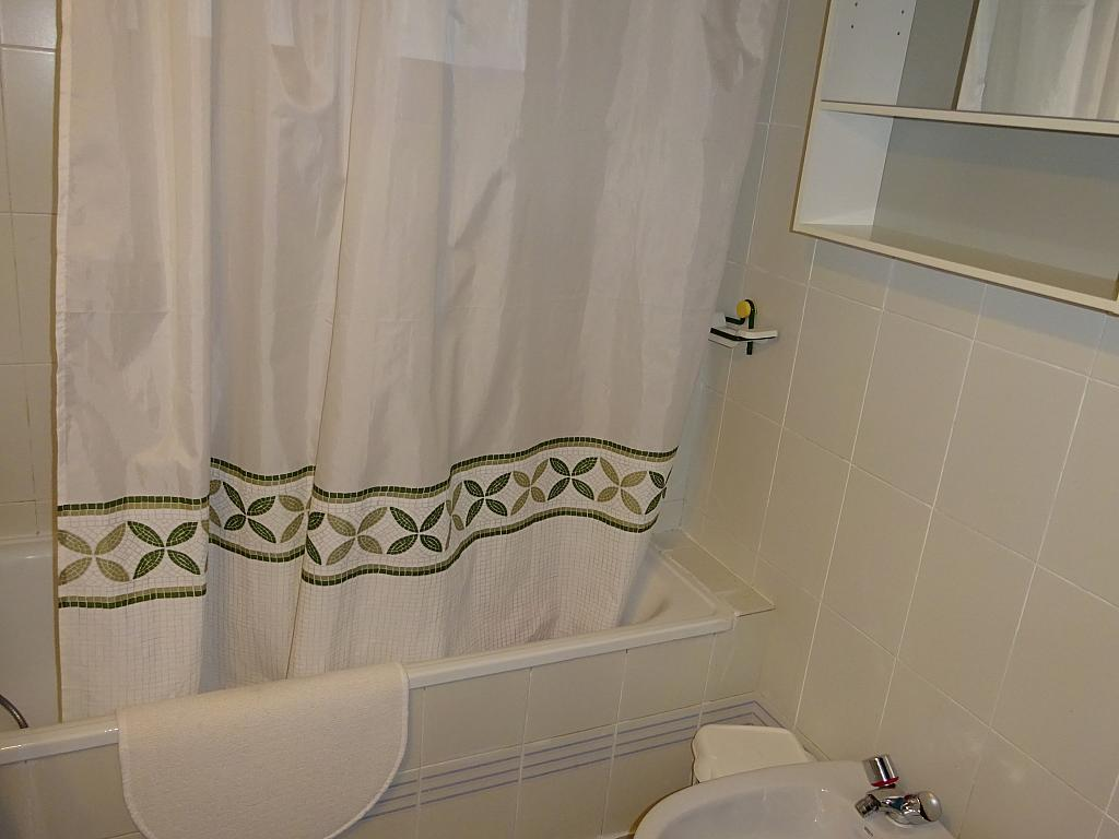Baño - Apartamento en alquiler en calle Alcalde Luis de Uruñuelas, Av. Ciencias-Emilio Lemos en Sevilla - 159387011
