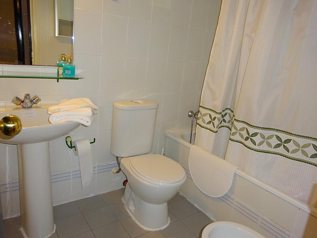 Baño - Apartamento en alquiler en calle Alcalde Luis de Uruñuelas, Av. Ciencias-Emilio Lemos en Sevilla - 159387044