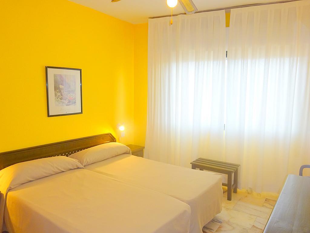 Dormitorio - Estudio en alquiler en calle Alcalde Luis Uruñuela, Este - Alcosa - Torreblanca en Sevilla - 167846268