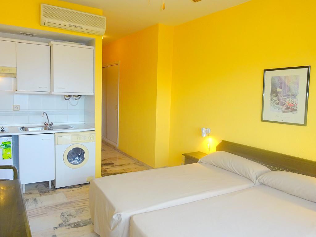 Dormitorio - Estudio en alquiler en calle Alcalde Luis Uruñuela, Este - Alcosa - Torreblanca en Sevilla - 167846297