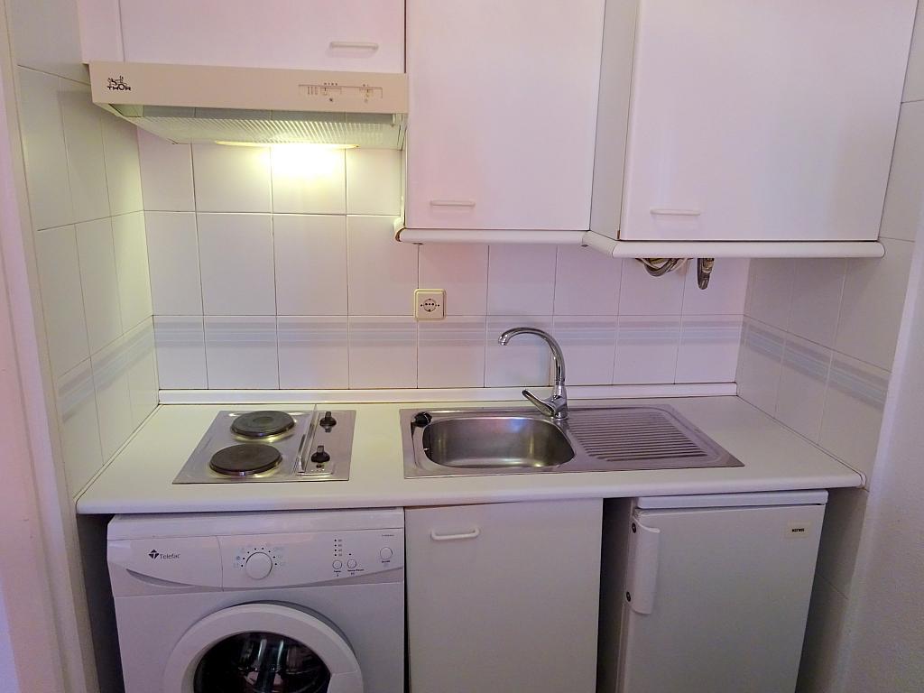 Cocina - Estudio en alquiler en calle Alcalde Luis Uruñuela, Este - Alcosa - Torreblanca en Sevilla - 185097351