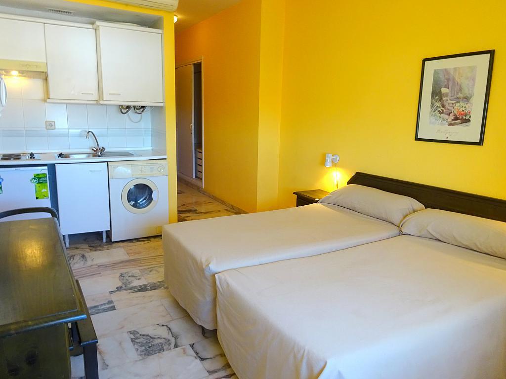 Dormitorio - Estudio en alquiler en calle Alcalde Luis Uruñuela, Este - Alcosa - Torreblanca en Sevilla - 185097408