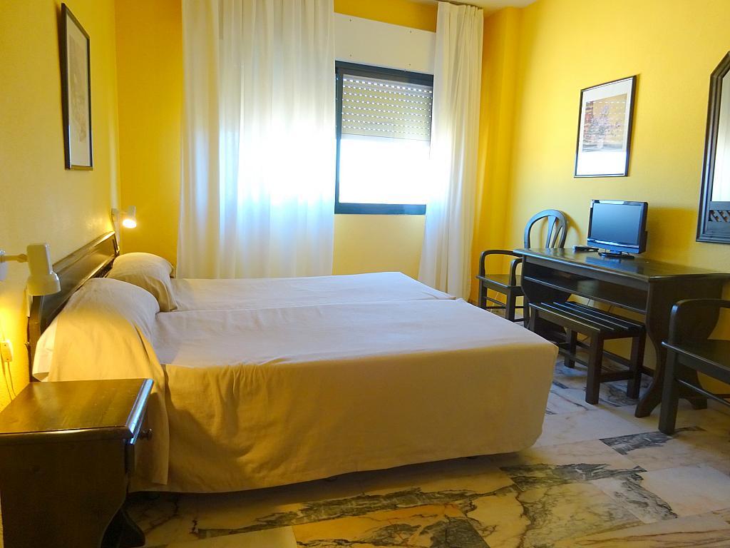 Dormitorio - Estudio en alquiler en calle Alcalde Luis Uruñuela, Este - Alcosa - Torreblanca en Sevilla - 185097432