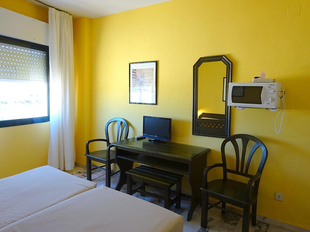 Comedor - Estudio en alquiler en calle Alcalde Luis Uruñuela, Este - Alcosa - Torreblanca en Sevilla - 185097459