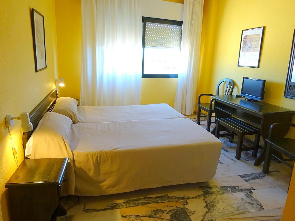 Dormitorio - Estudio en alquiler en calle Alcalde Luis Uruñuela, Este - Alcosa - Torreblanca en Sevilla - 185097471