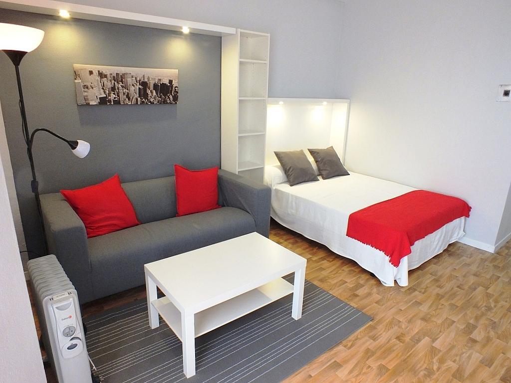 Salón - Estudio en alquiler en calle Asuncion, Los Remedios en Sevilla - 162525523