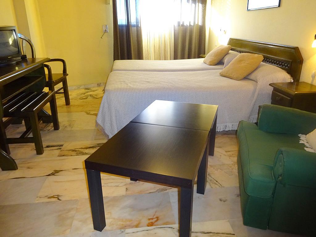 Dormitorio - Estudio en alquiler en calle Alcalde Luis Uruñuela, Entrepuentes en Sevilla - 165829889