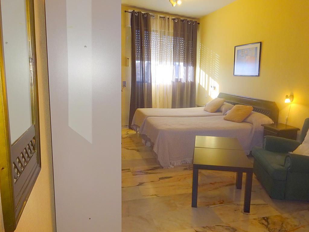 Dormitorio - Estudio en alquiler en calle Alcalde Luis Uruñuela, Entrepuentes en Sevilla - 165830170