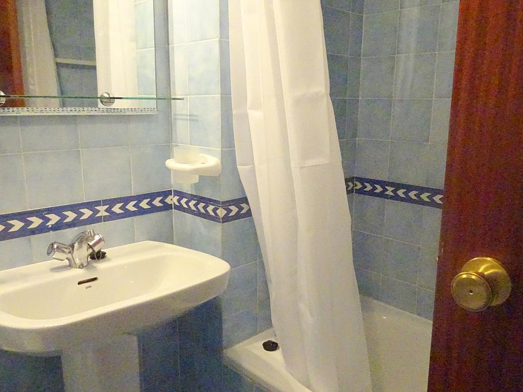 Piso en alquiler en calle Altamira, Entrepuentes en Sevilla - 167495041