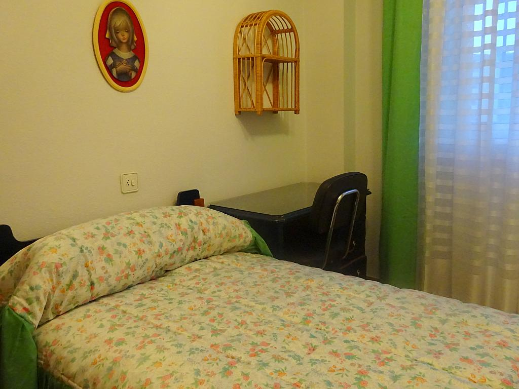 Piso en alquiler en calle Altamira, Entrepuentes en Sevilla - 167495071
