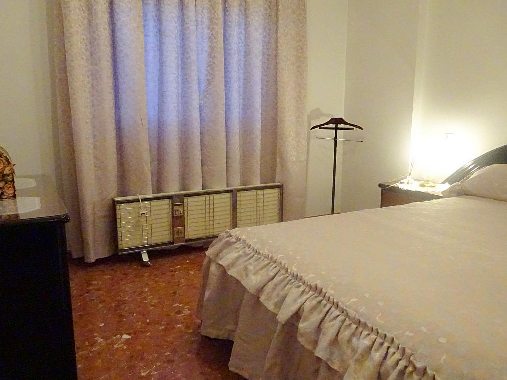 Piso en alquiler en calle Altamira, Entrepuentes en Sevilla - 167495073