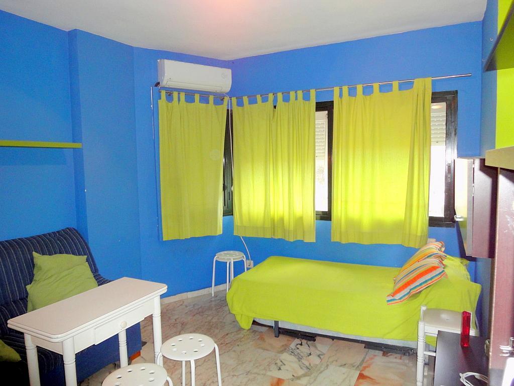 Dormitorio - Estudio en alquiler en calle Alcalde Luis Uruñuela, Entrepuentes en Sevilla - 179134471