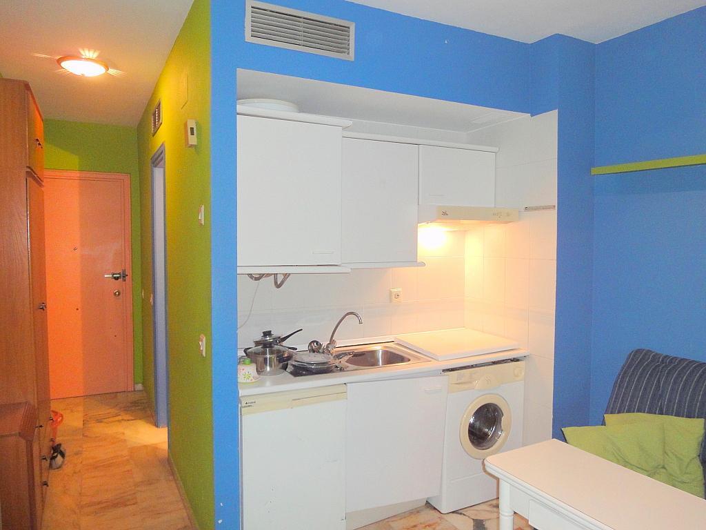 Cocina - Estudio en alquiler en calle Alcalde Luis Uruñuela, Entrepuentes en Sevilla - 179134488