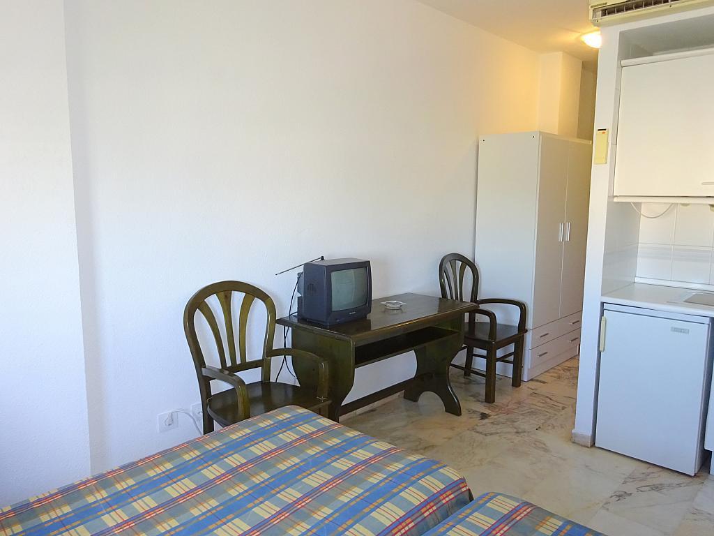 Dormitorio - Estudio en alquiler en calle Alcalde Luis Uruñuela, Este - Alcosa - Torreblanca en Sevilla - 185092705