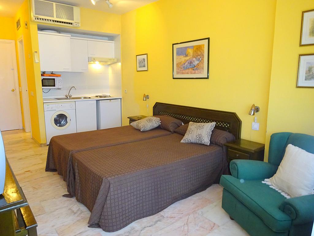Dormitorio - Estudio en alquiler en calle Alcalde Luis Uruñuela, Este - Alcosa - Torreblanca en Sevilla - 185095488