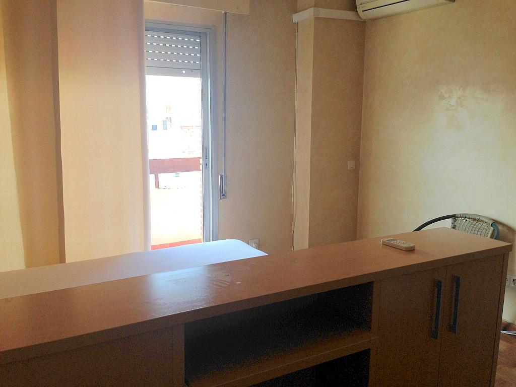 Dormitorio - Estudio en alquiler en calle Salado, Triana en Sevilla - 194831032