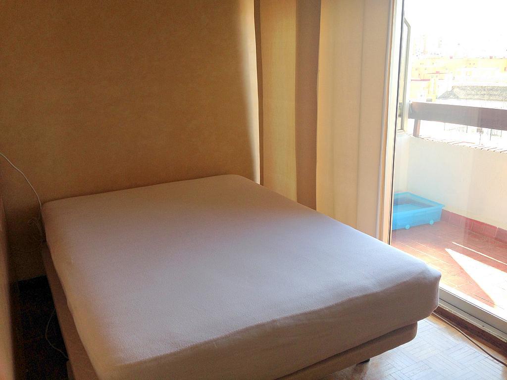 Dormitorio - Estudio en alquiler en calle Salado, Triana en Sevilla - 194831147
