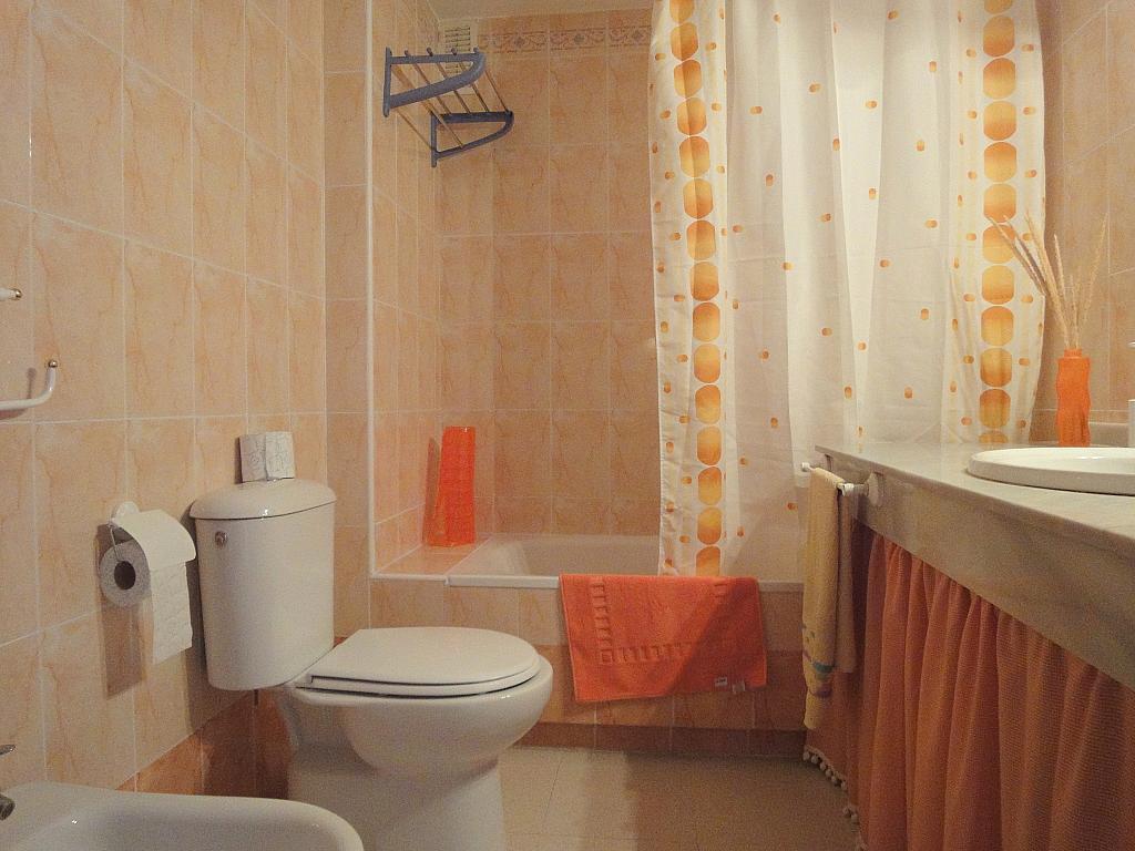 Baño - Apartamento en alquiler en calle Alcalde Luis Uruñuela, Este - Alcosa - Torreblanca en Sevilla - 198599459