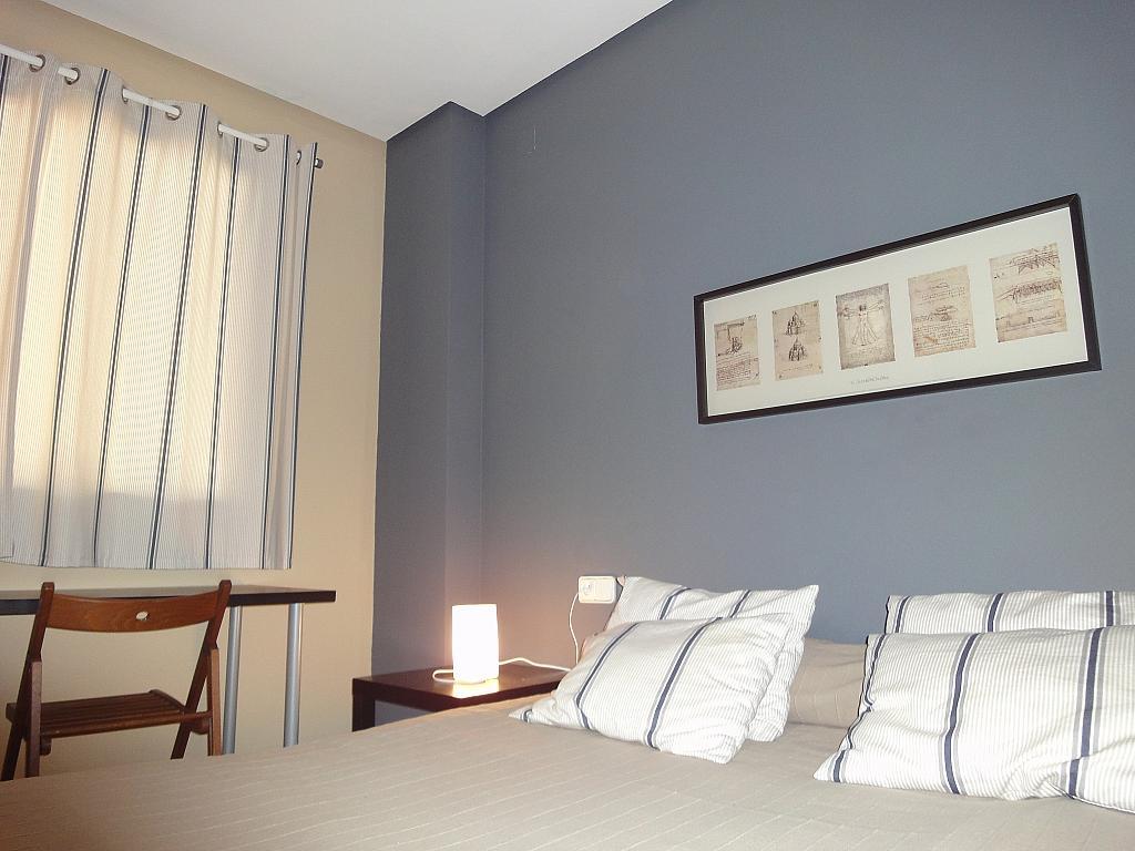 Dormitorio - Apartamento en alquiler en calle Alcalde Luis Uruñuela, Entrepuentes en Sevilla - 201906653