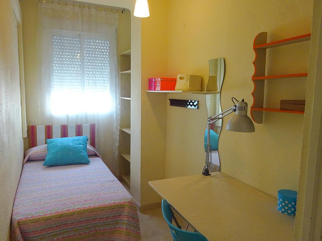 Dormitorio - Piso en alquiler en calle Cardenal Lluch, Nervión en Sevilla - 203946805