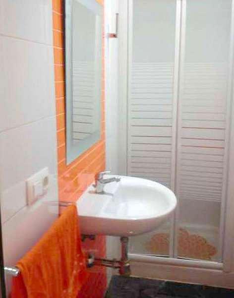 Baño - Estudio en alquiler en calle Telémaco, Av. Ciencias-Emilio Lemos en Sevilla - 205710158