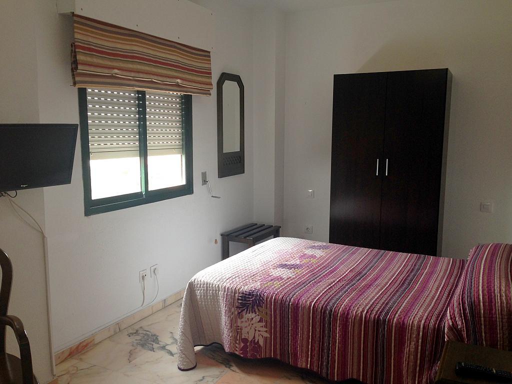 Dormitorio - Estudio en alquiler en calle Alcalde Luis Uruñuela, Av. Ciencias-Emilio Lemos en Sevilla - 206862030