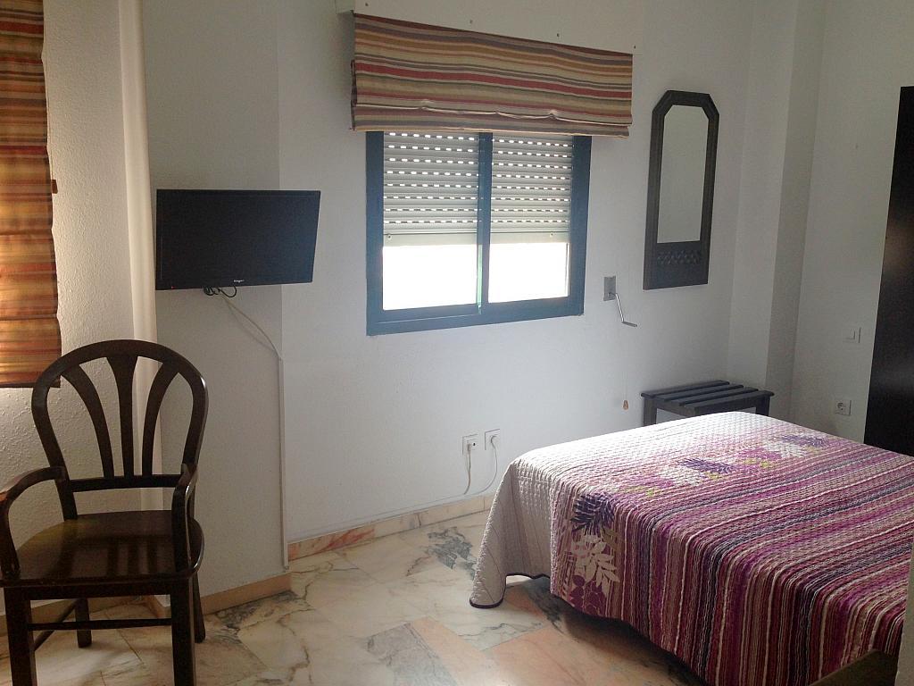 Dormitorio - Estudio en alquiler en calle Alcalde Luis Uruñuela, Av. Ciencias-Emilio Lemos en Sevilla - 206862033