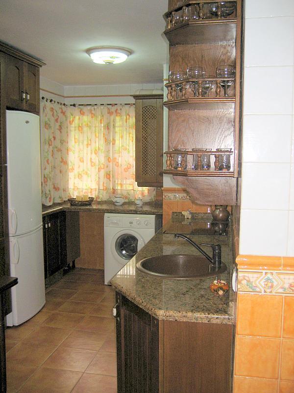 Cocina - Piso en alquiler en calle Alcalde Luis Urñuela, Entrepuentes en Sevilla - 213608013