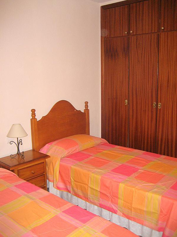 Dormitorio - Piso en alquiler en calle Alcalde Luis Urñuela, Entrepuentes en Sevilla - 213608043
