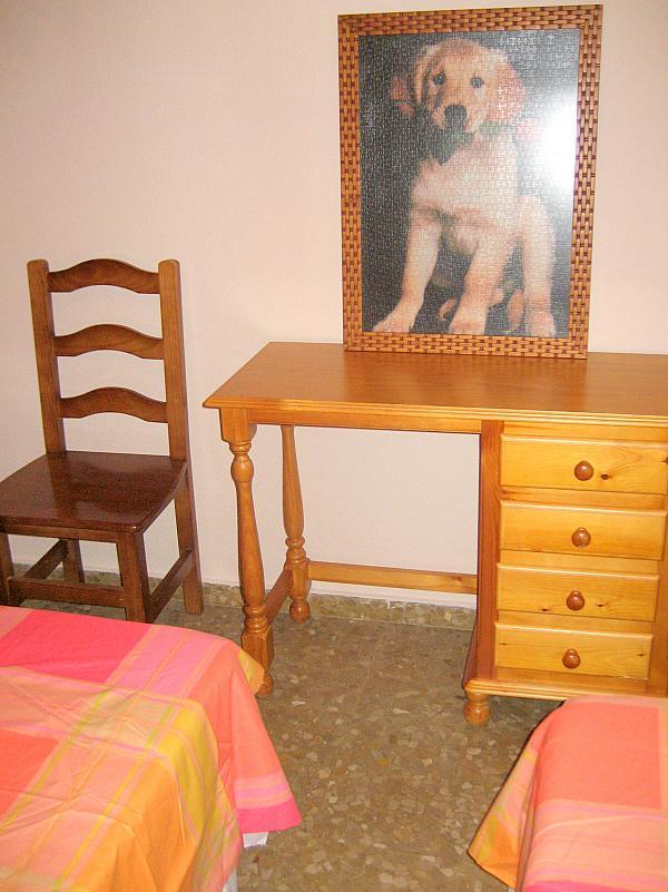 Dormitorio - Piso en alquiler en calle Alcalde Luis Urñuela, Entrepuentes en Sevilla - 213608056