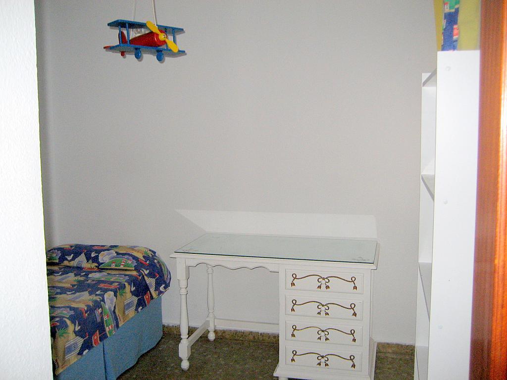 Dormitorio - Piso en alquiler en calle Alcalde Luis Urñuela, Entrepuentes en Sevilla - 213608103