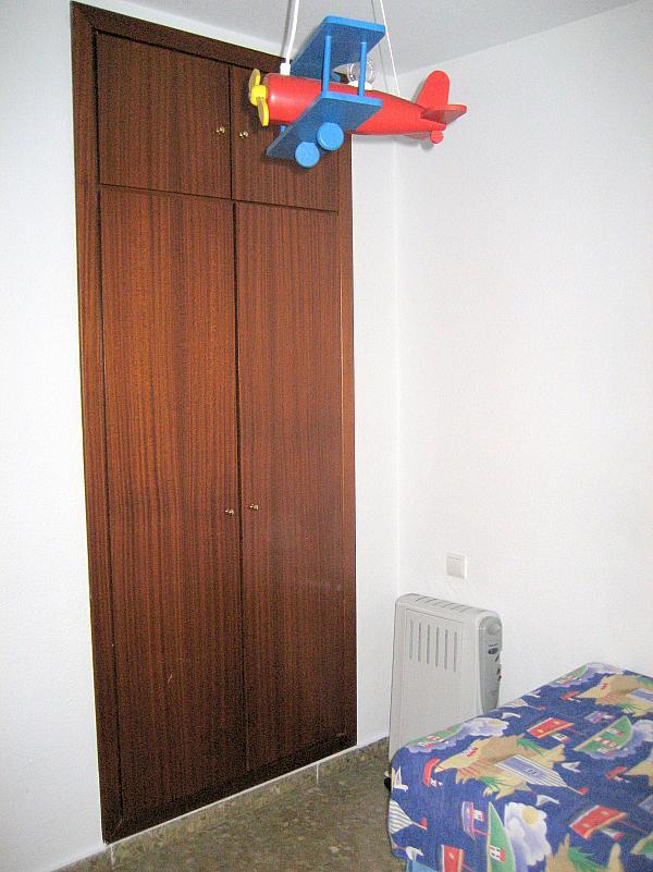 Dormitorio - Piso en alquiler en calle Alcalde Luis Urñuela, Entrepuentes en Sevilla - 213608118