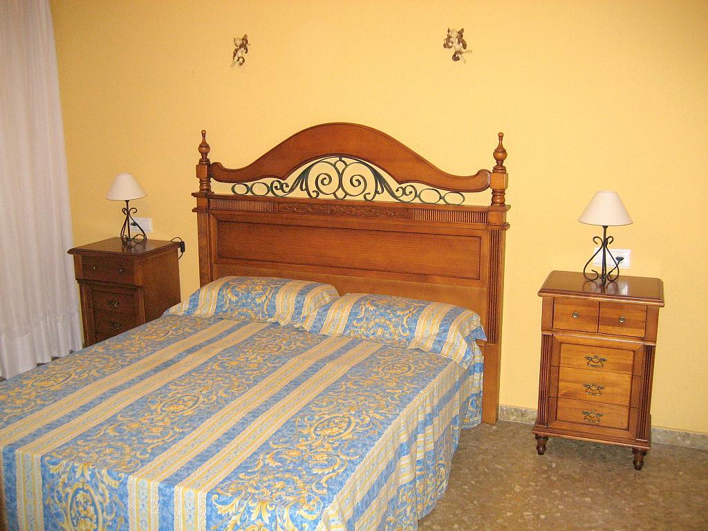 Dormitorio - Piso en alquiler en calle Alcalde Luis Urñuela, Entrepuentes en Sevilla - 213608133