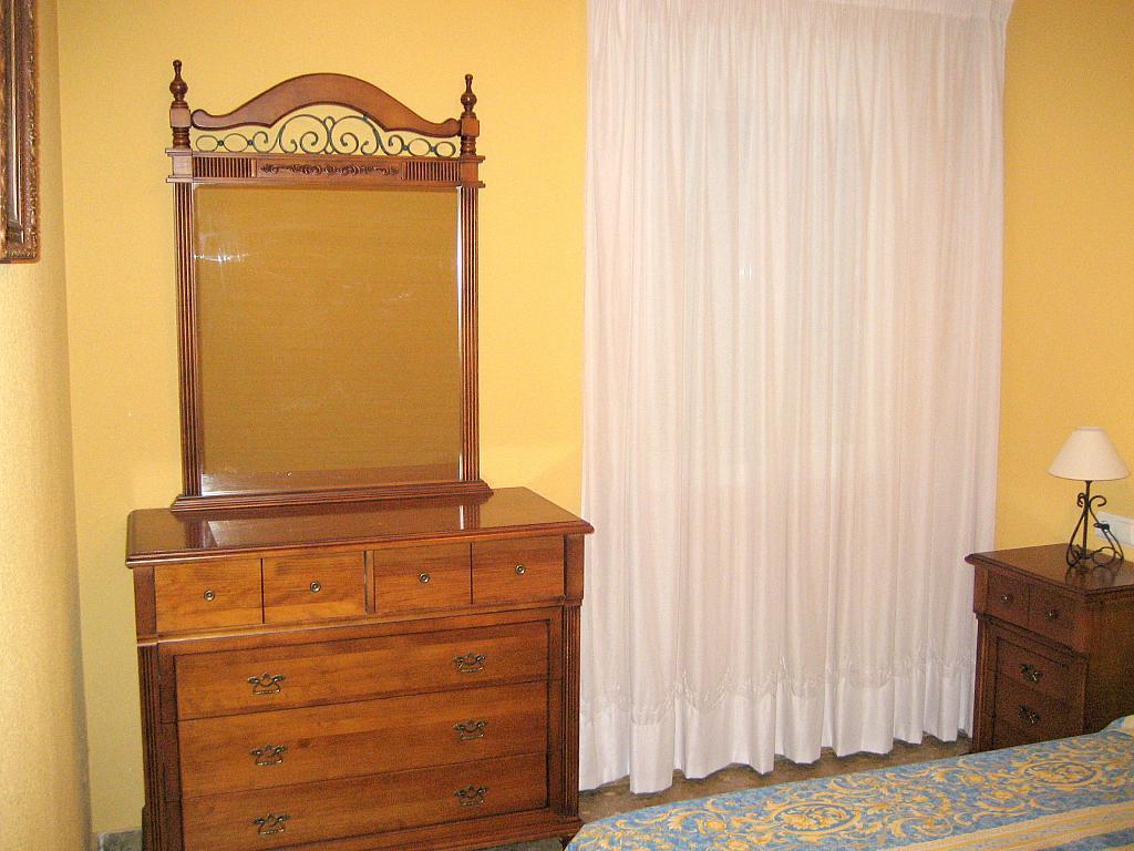 Dormitorio - Piso en alquiler en calle Alcalde Luis Urñuela, Entrepuentes en Sevilla - 213608247