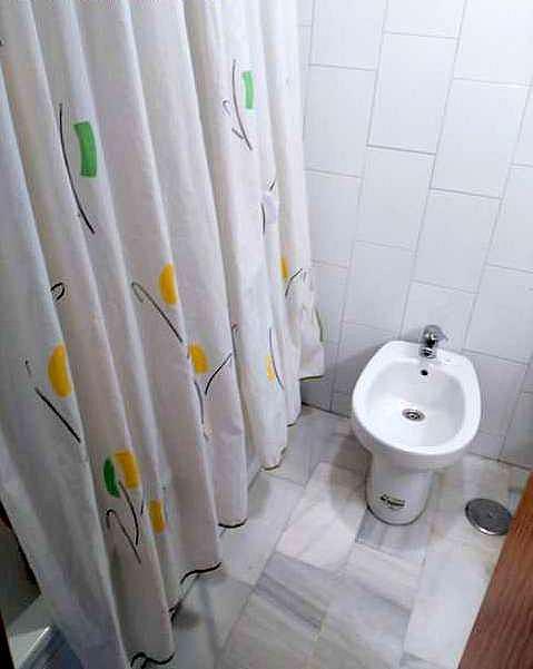 Baño - Apartamento en alquiler en calle Buharia, La Buhaira en Sevilla - 219589979